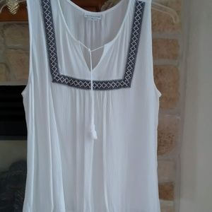 NWOT - Liz Claiborne white peasant style top